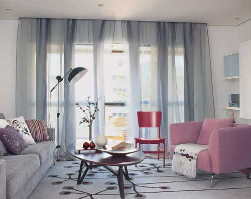 Cortinas altas sala de estar chica casa web - Cortinas interiores casa ...