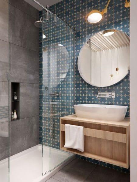 Baño combinando azulejos