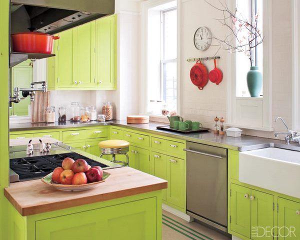 cocina con muebles de color verde acido