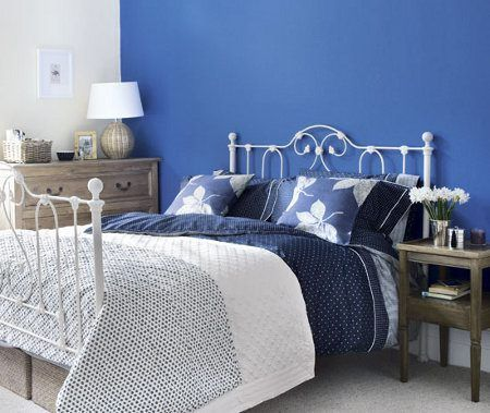 Dormitorio matrimonial azul y blanco casa web - Tonos de azul para pintar paredes ...