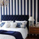 dormitorio matrimonial pared azul y blanca