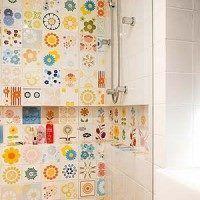 azulejos con motivos flores multicolores
