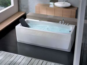 Bañera blanca baño moderno