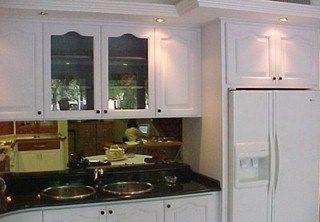 Cocina con muebles blancos y espejo casa web - Webs de cocina mas visitadas ...