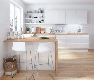 cocina con mueble blanco mesada de madera