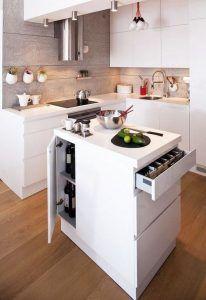 cocina moderna con muebles blancos