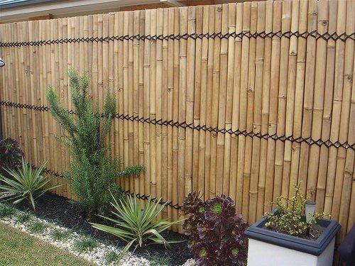 eaee482fe079b Incluso no es necesario que construya una cerca demasiado alta. Una cerca  de madera normal es suficiente para evitar que se infiltren animales  indeseados ...
