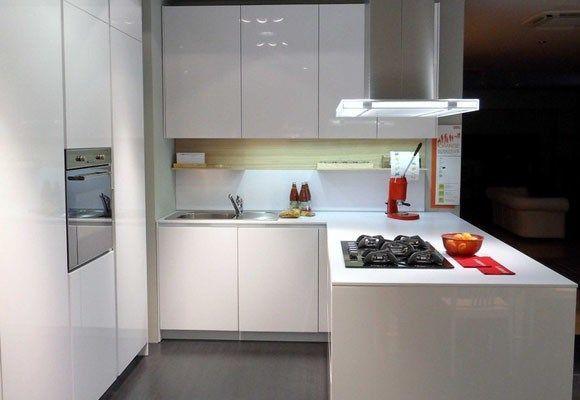 Cocina peque a blanca casa web for Espacio casa catalogo