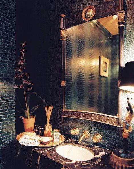 azulejos oscuros para baños con dibujo reptil