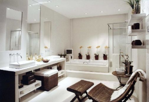 baño moderno blanco y marron
