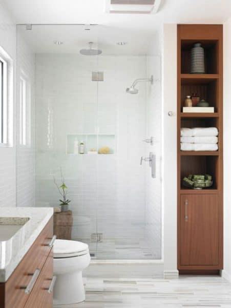 baño moderno y simple en blanco y madera