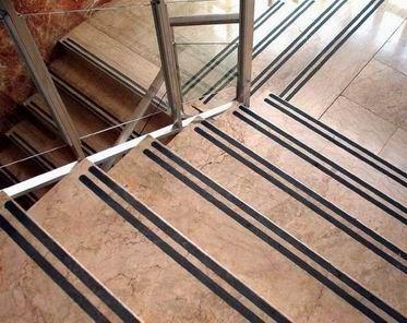colocar bandas en las escaleras