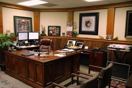 Oficina ejecutiva tiva estilo clasico casa web for Decoracion de oficinas en casa