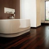 Piso para baño de madera de wengué