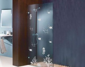 mampara con peces para el baño e1540760224696