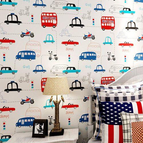 habitacion infantil para niños con papel tapiz de autos