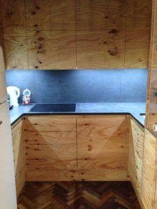 cocina moderna con muebles de pino