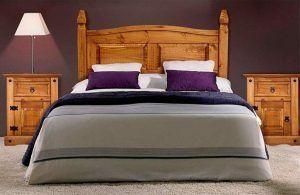 dormitorio rustico con muebles de pino