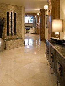piso de marmol en baldosa
