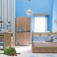 Habitaciones para bebes celeste y blanca muebles marrones