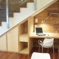 bajo escalera armario y escritorio