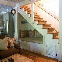 bajo escalera sillon