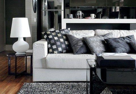 sala de estar blanca y negra