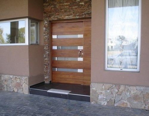 Elegir la puerta de entrada de la casa casa web for Casas para jardin de pvc