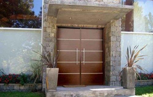 Elegir la puerta de entrada de la casa casa web for Puertas de madera para casas modernas