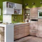 cocina pequeña pared verde manzana