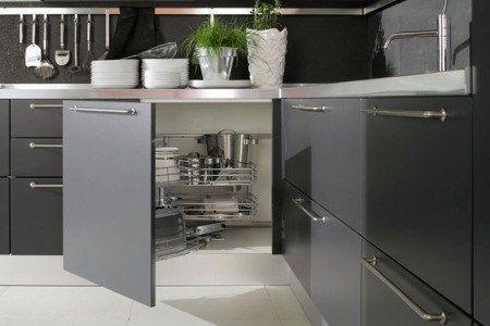 Tener una cocina moderna organizada casa web for Armarios de cocina esquineros