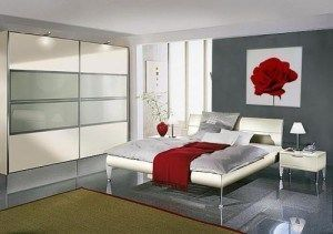 dormitorio gris y rojo