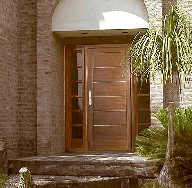 Elegir la puerta de entrada de la casa casa web for Puertas principales modernas de madera
