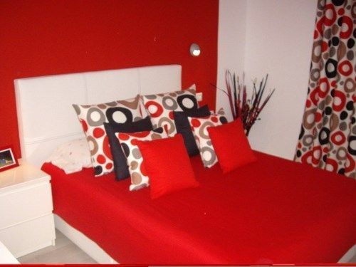 Decorar con rojo casa web - Mesillas pequenas ...