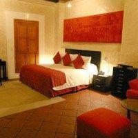 dormitorio rojo y beige