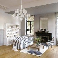 living gris y blanco con mucha iluminacion