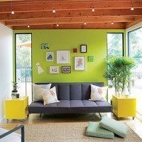 ng pared verde y sillon gris