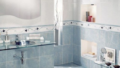 Decoraci n de banos con azulejos blanco y celeste casa web for Decoracion de banos con guardas verticales
