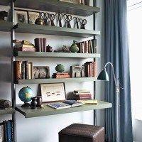 estantes metalicos en el living
