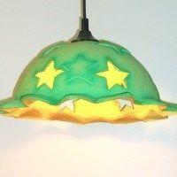lampara infantil con color fuerte y estrellas