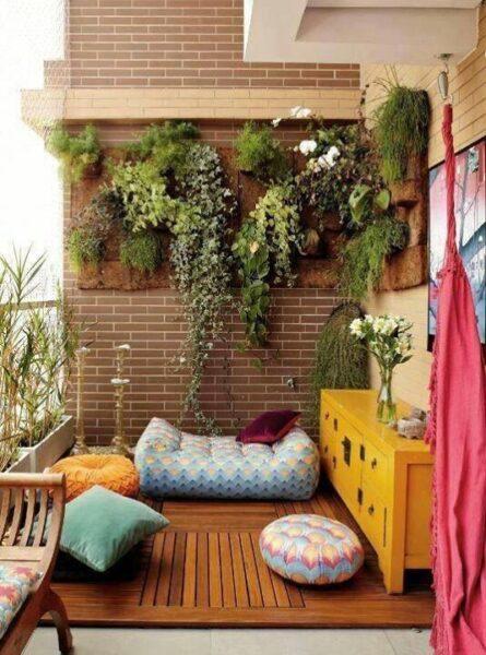 Decoracion de un balcon con plantas casa web for Decoracion balcones modernos