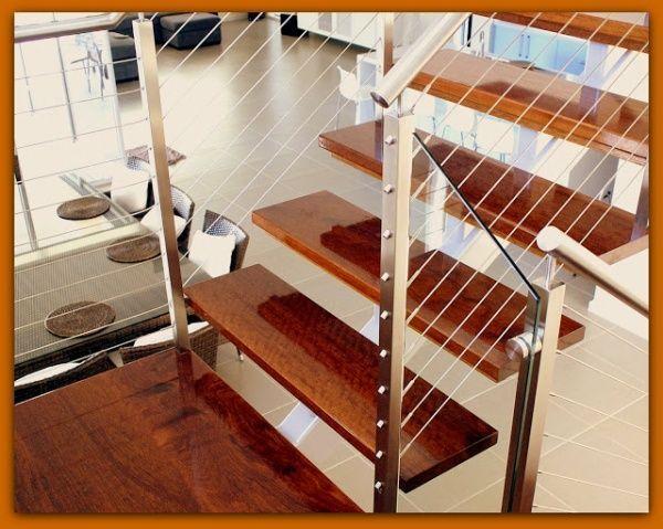 Escalera de madera moderna casa web for Salas de madera modernas