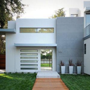 frente casa gris y blanca