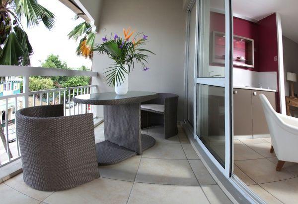 Mueles funcionales para peque o balcon casa web for Decoracion balcones modernos