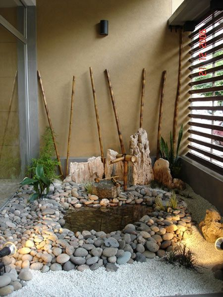 patio interno minimalista caña de bambu