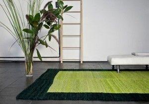 alfombra verde para living con pisos oscuros