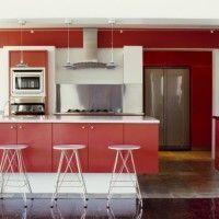 cocina con muebles rojos