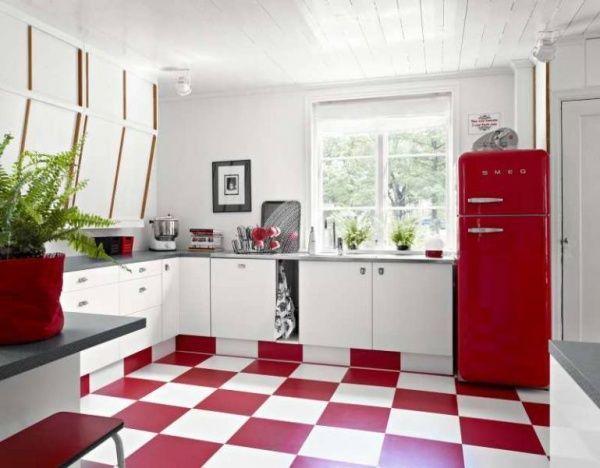 Cocina con piso rojo casa web for Pisos para cocina moderna