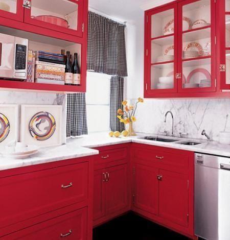 Cocina roja con muebles clasicos casa web for Decoracion de cocinas modernas fotos