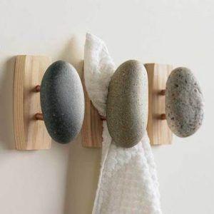 detalles de piedra y madera para el baño